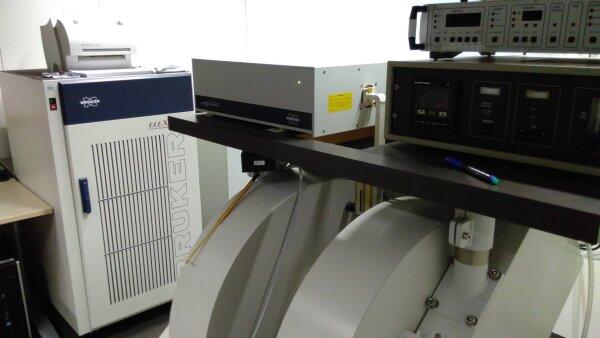 ESR Spektrometer